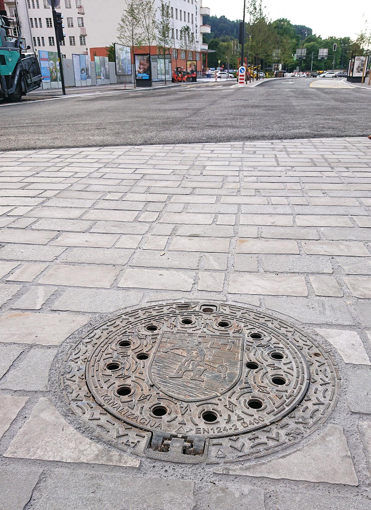 Vgrajen teleskopski pokrovi Livar - Gosposvetska ulica v Ljubljani